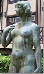 estatua degradada por la lluvia ácida