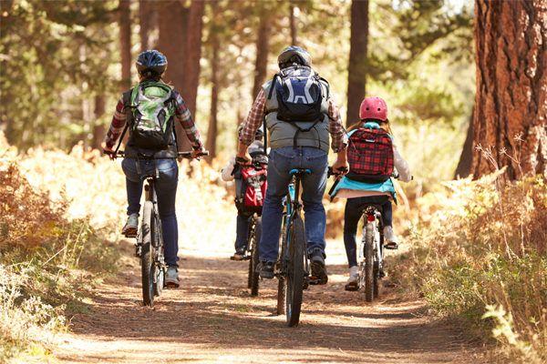 senales-de-que-empieza-la-primavera-bicicleta-familia
