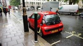 Cargar el coche electrico beneficia al medio ambiente