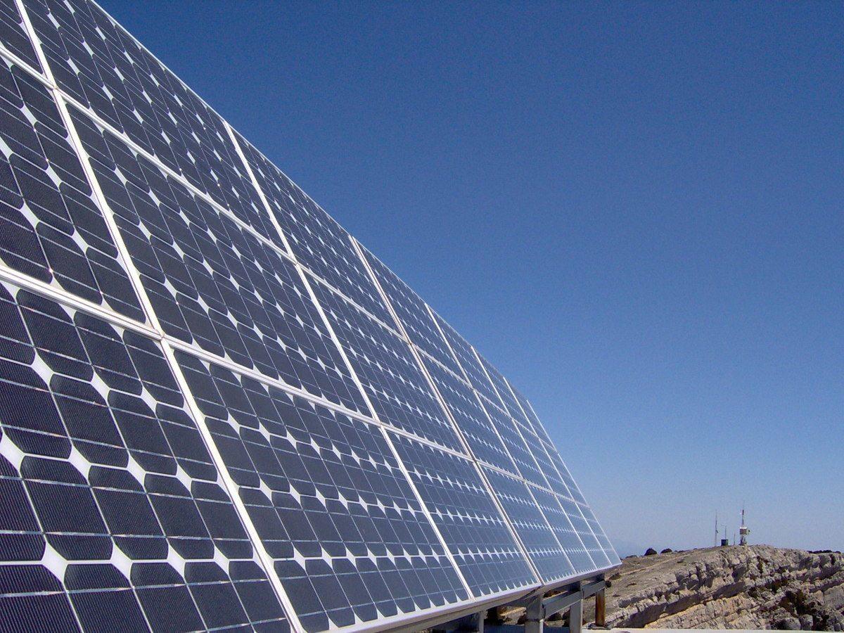 Paneles solares listos para instalar uno mismo - Tipos de paneles solares ...