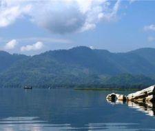 La contaminación invade al único lago natural de Honduras