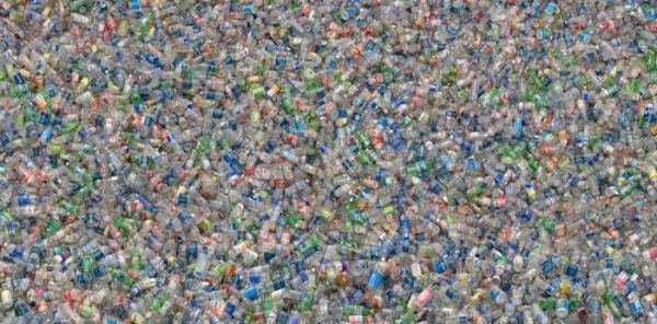 el-agua-embotellada-significa-mucha-basura