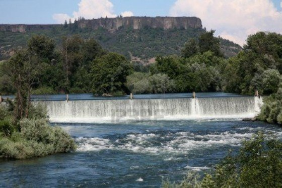 1584638-gold-ray-dam-in-foreground-with-lower-table-rock-oregon-in-background