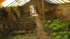 Cómo hacer un invernadero subterráneo para un huerto o jardín por menos de 250 euros | Vídeo