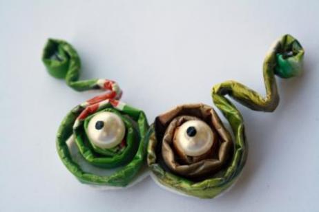 como-hacer-regalos-para-san-valentin-con-material-reciclado-broches
