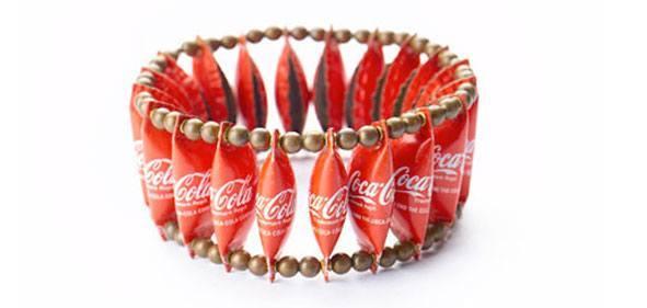 como-hacer-regalos-para-san-valentin-con-material-reciclado-pulsera-chapas
