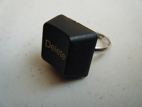 ideas-para-regalos-de-san-valentin-con-material-reciclado-anillo-tecla-ordenador