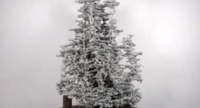 esto-pasa-cuando-pones-aluminio-derretido-en-un-hormiguero-asi-queda-el-hormiguero