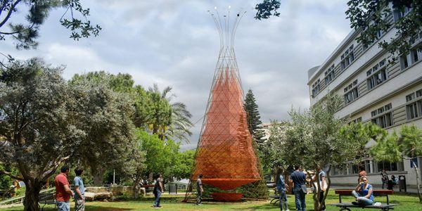 revolucionaria-tecnologia-permite-extraer-agua-potable-del-aire-de-forma-economica-modelo-sobre-ciudad
