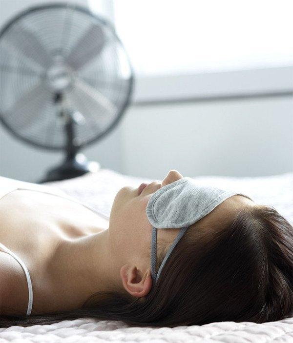 como-dormir-sin-calor-y-sin-aire-acondicionado-refresca-el-ambiente