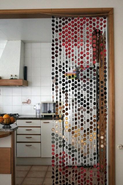 14-formas-curiosas-de-reciclar-cosas-viejas-cortina-con-capuslas-de-nespresso