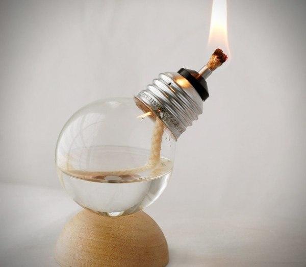 14-formas-curiosas-de-reciclar-cosas-viejas-lampara-de-aceite-con-bombilla