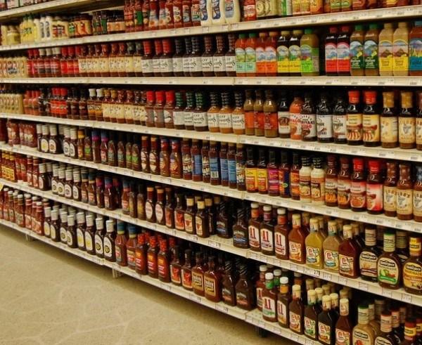 decidir-entre-alimentos-genericos-o-de-marca-en-el-supermercado-condimentos