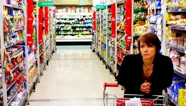 decidir-entre-alimentos-genericos-o-de-marca-en-supermercado