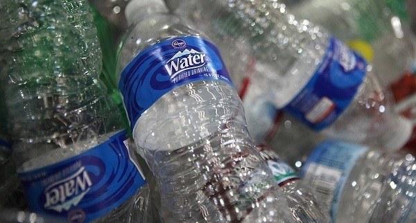 residuos botellas de agua