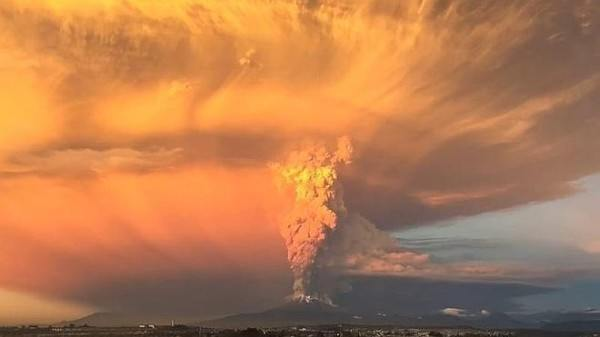 increible-explosion-del-volcan-calbuco-video