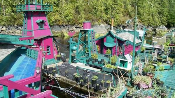pareja-construye-isla-flotante-lejos-de-la-civilizacion-foto-2-exterior