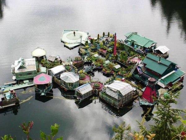 pareja-construye-una-isla-flotante-lejos-de-la-civilizacion-video