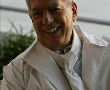 Vargas Llosa es nombrado como embajador del reciclaje