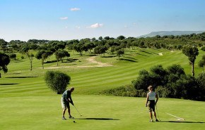 Campos de golf y jardines regados con agua reciclada
