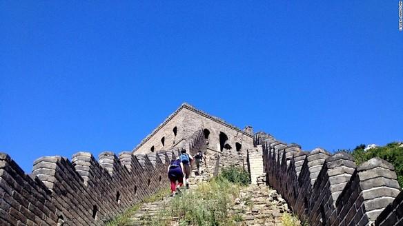 prohiben-el-uso-del-coche-en-pekin-y-luce-el-sol-despues-de-muchos-anos-gran-muralla-china