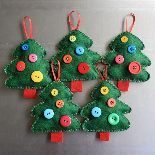 decoracion-navidena-colgantes-adornos-reciclados-botones-de-tela