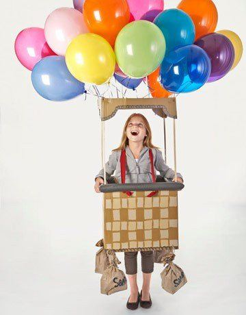 disfraces-originales-para-carnaval-2016-con-materiales-reciclados-disfraz-de-cesto-con-carton-y-globos