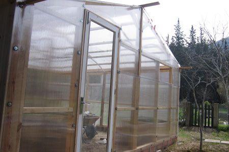 invernaderos-caseros-con-puertas-ventanas