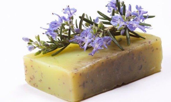 Cómo-hacer-jabón-casero-de-hierbas-aromaticas
