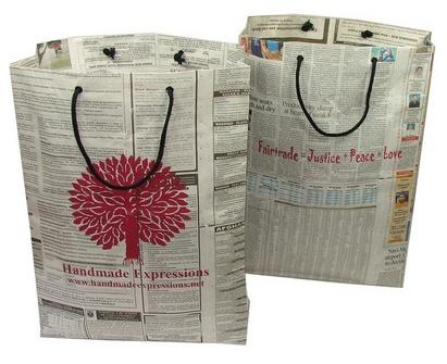 como-hacer-bolsas-de-papel-con-material-reciclado-periodicos-estampado