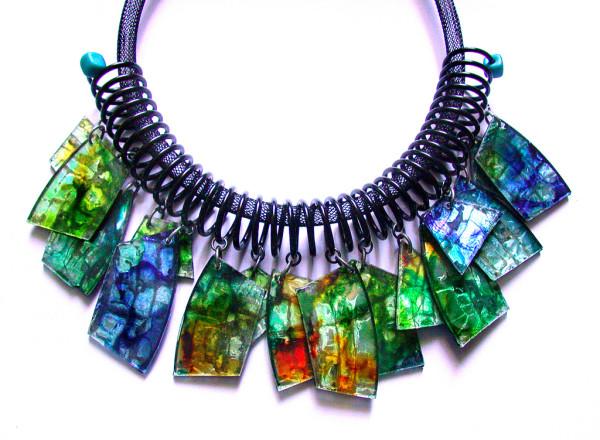 como-hacer-collares-com-material-reciclado-cristales