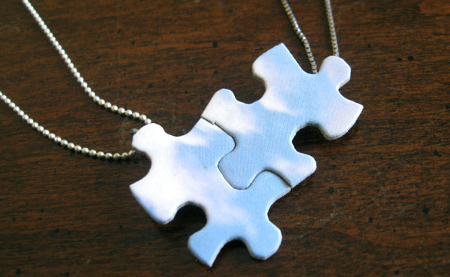 como-hacer-collares-con-material-reciclado-puzzle