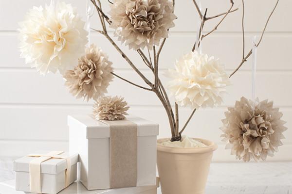 como-hacer-pompones-con-materia-reciclado-papel-de-seda-decoracion