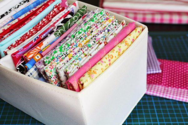 como-hacer-pompones-con-material-reciclado-tela-retales