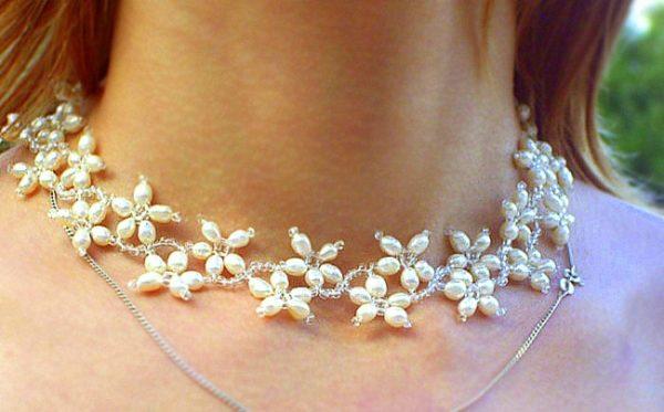 como-hacer-collares-con-materiales-reciclados-flores-elegantes