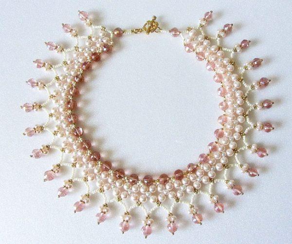 como-hacer-collares-con-materiales-reciclados-perlas-rosas-romantico