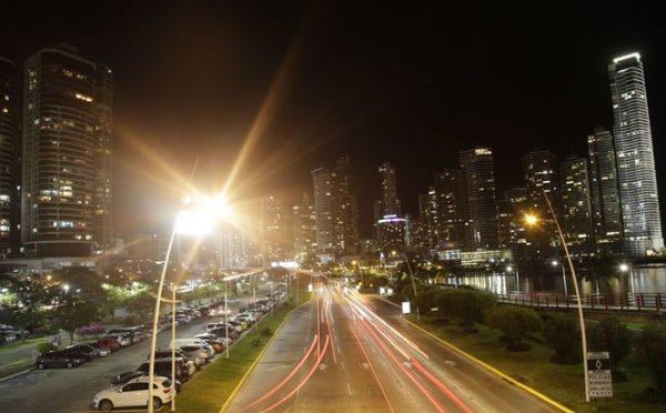 contaminacion-luminica-espana-deslumbramiento-avenida