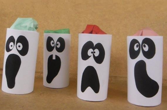 Manualidades de Halloween con rollos de papel higiénico fantasmas