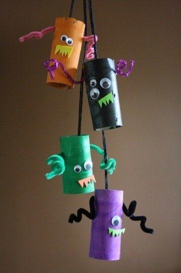Manualidades de Halloween con rollos de papel higiénico guirnaldas