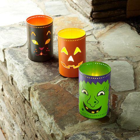 manualidades-de-halloween-con-rollos-de-papel-higienico-portavelas