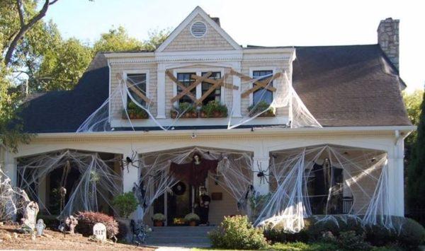 Manualidades fáciles de Halloween para niños casa encantada