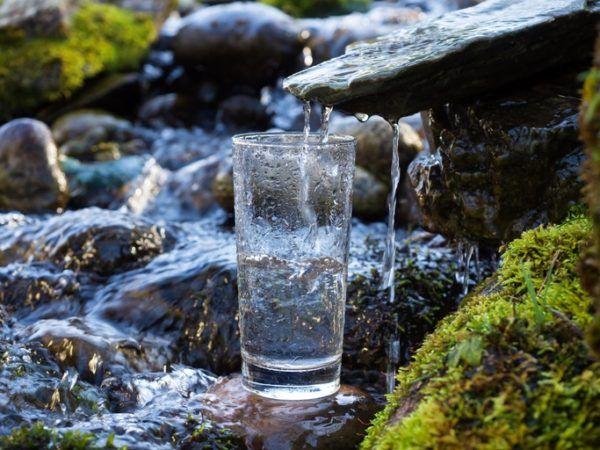 Como transformar agua salada en agua potable manantial