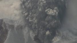El volcán Chaitén cubre de cenizas Chile y Argentina
