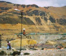 Campesinos peruanos se enfrentan con empresas mineras