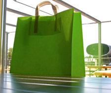 ¿Las bolsas de plástico son más ecológicas que las de papel?