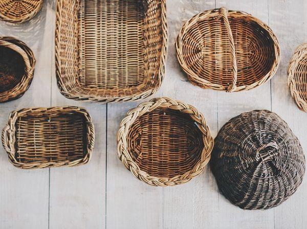 como-decorar-cestas-de-mimbre-cestas-varias