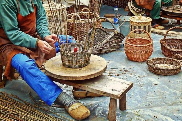 como-decorar-cestas-de-mimbre-cestero
