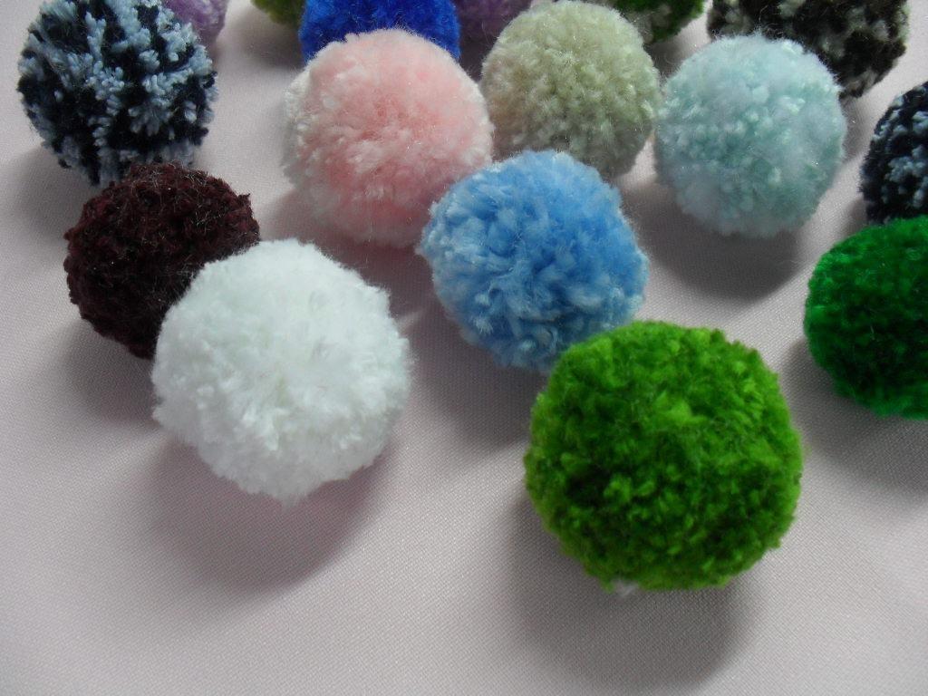 C mo hacer pompones de lana paso a paso el blog verde - Como hacer pompones de lana rapido ...