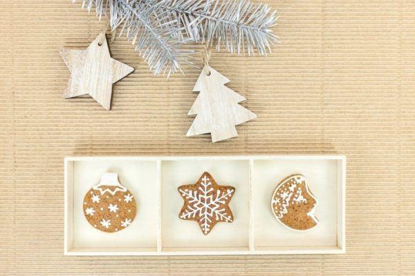 Adornos de navidad con materiales reciclados con galletas