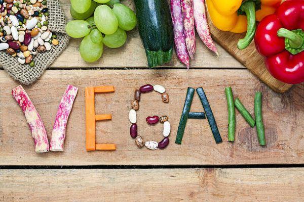 Cuales son las diferencias entre los vegetarianos los veganos